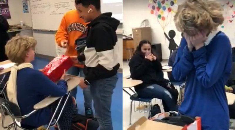 いじめに遭い転校した少年、新しいクラスメートに靴をプレゼントされ思わず涙