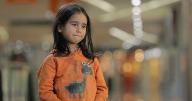 6歳の女の子が一人でいたらどうしますか?公平を訴えるUNICEFが映像に収めた悲しい真実
