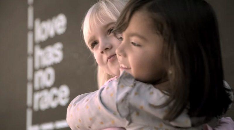 愛に決まった形はない、無意識に偏見をもつ自分に気付かせてくれる映像(アメリカ広告協議会CM)