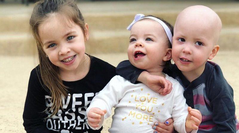 世界中が涙した小児がん治療の副作用に苦しむ弟を介抱するお姉ちゃんの姿