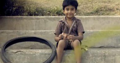 アイスを食べに街へ行こう!インドの男の子が主役のほっこりするショートムービー