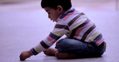 イラクの男の子がチョークで床に書いた絵に世界中が涙