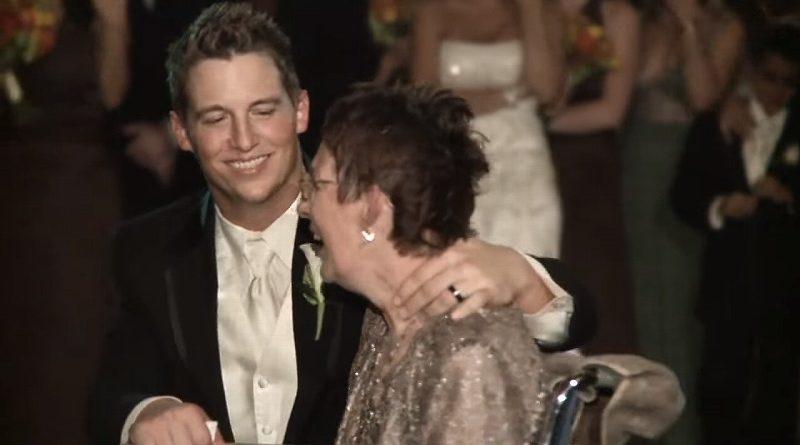 結婚式で車椅子の母と踊るダンスに涙
