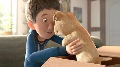 子犬を箱から取り出す男の子